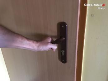 Nie zamykając drzwi od mieszkania pomógł złodziejowi