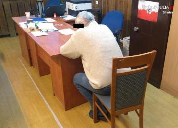 """72 - letni """"wnuczko - policjant"""" aresztowany"""