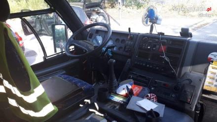 Niesprawny technicznie autobus miał zawieść dzieci na kolonie. W porę zareagowali rodzice
