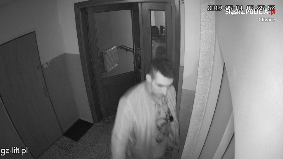 Policja szuka sprawców kradzieży zuchwałej - rozpoznajesz tych mężczyzn?