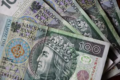 Sprawczyni kradzieży pieniędzy - pomóż rozpoznać tę kobietę