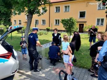 """""""Jak dobrze mieć sąsiada""""- policyjni profilaktycy wsparli projekt lokalnej społeczności"""