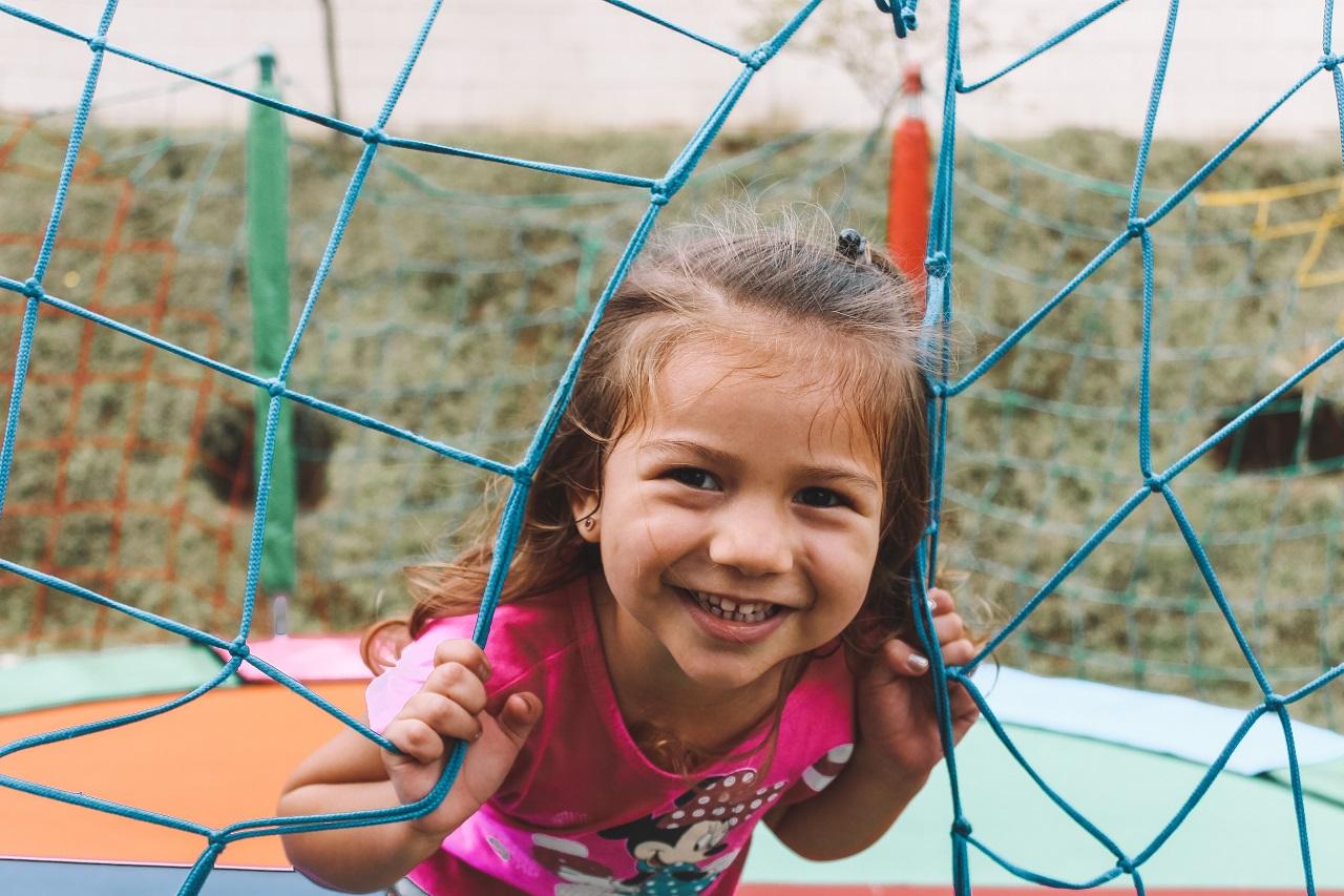 Jak urządzić plac zabaw dla dzieci w przydomowym ogrodzie?